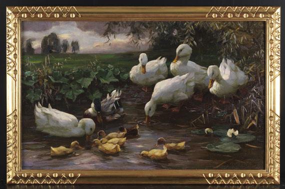 Alexander Koester - Erpel mit Enten und Küken am Seeufer - Rahmenbild
