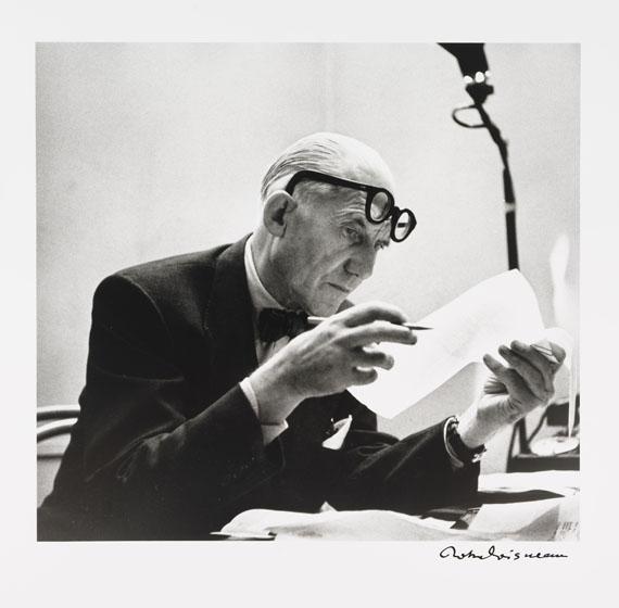 Robert Doisneau - Bonjour Monsieur le Corbusier. Mit sign. Orig.-Fotografie von R. Doisneau.