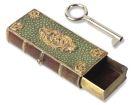 Einb�nde - Kassette als Miniaturbuch mit G�rteltierhaut-Bezug