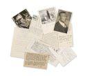 Hermann Hesse - Sammlung von Postkarten. Dabei: Bronze Skulptur und Koffer mit Typoskripten v. O. Riedrich.